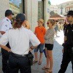 Agentes franceses patrullan junto a la Policía Nacional en la Feria de Málaga