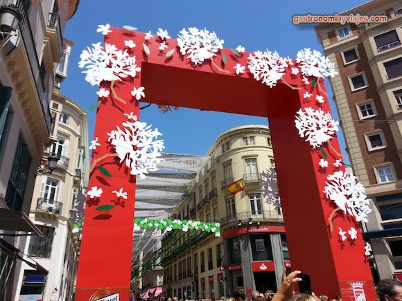 Portada de la Feria de Málaga en Calle Larios